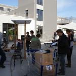 Auch bei der Herrichtung der Stände halfen wieder viele Mitarbeiter und Mitarbeiterinnen. Bild: Ines Fischer