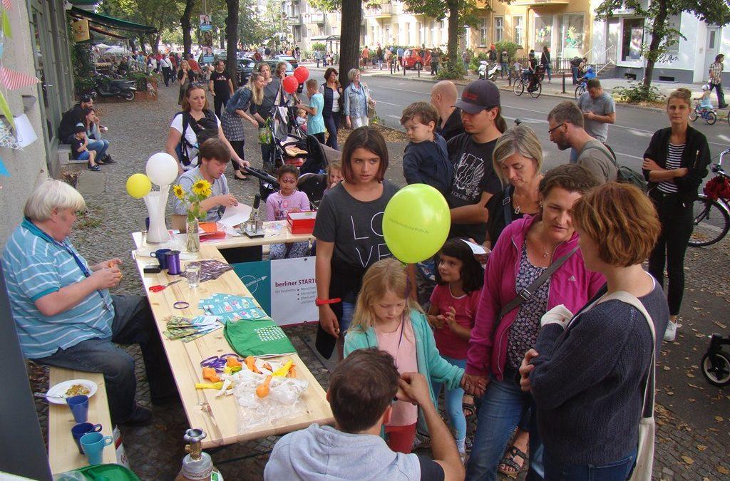 berliner STARThilfe e.V. begeistert mit Luftballons und Buttons